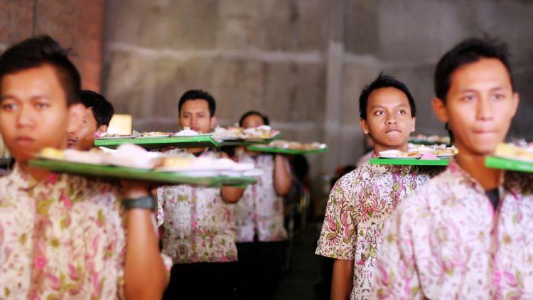 hipwee-wedding-photo-video-sajian-makan-piring-terbang-pernikahan-pengantin-muslim-dlingo-klaten-indonesia-3-750x422_orig